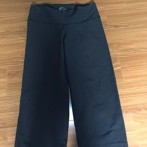 Nike cropped work out pants